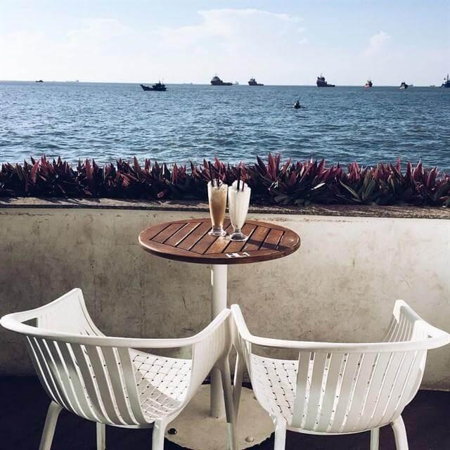 cafe view biển